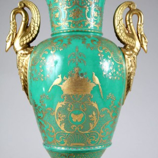A FINE PARIS PORCELAIN GREEN AND GILT VASE