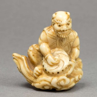UNUSUAL JAPANESE EDO PERIOD IVORY NETSUKE - RAIDEN UPON A CLOUD