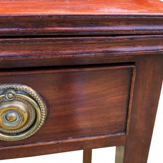 Georgian mahogany tea/side table with drawer