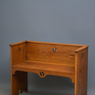 Stylish Arts and Crafts Hall Bench in Oak