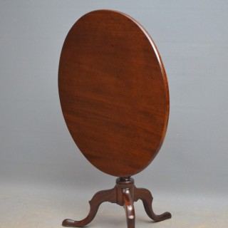 Georgian Pedestal Tilt Top Table in Mahogany