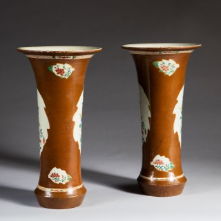 PAIR OF JAPANNED BERLIN CHINOISERIE WUCAI BATAVIA TRUMPET VASES