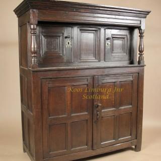 beautiful Welsh oak press cupboard, circa: 1620 / 50