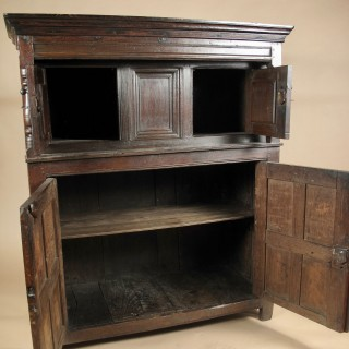 beautiful Welsh oak press cupboard, circa: 1620 / 50