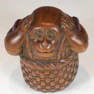 FINELY CARVED JAPANESE BOXWOOD MONKEY TONKOTSU -TOBACCO CONTAINER