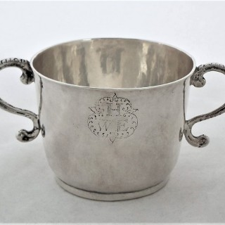 Good James II silver porringer London 1686 Isaac Deighton