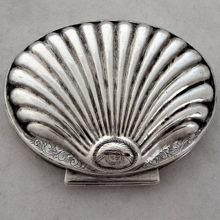 Very nice George I silver shell shaped snuff box London 1726
