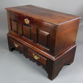 18TH CENTURY WELSH OAK COFFER BACH