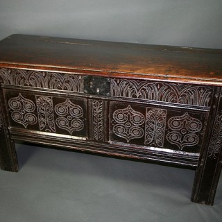 A OAK 17TH CENTURY SOUTH GLOUCESTERSHIRE COFFER