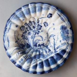 17TH CENTURY CIRCULAR FRUIT DISH