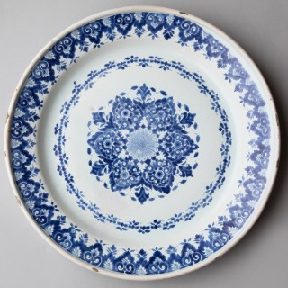 18TH CENTURY CIRCULAR FAIENCE CHARGER