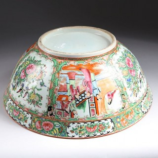 LARGE 16 INCH CHINESE EXPORT ROSE MEDALLION PORCELAIN PUNCH BOWL