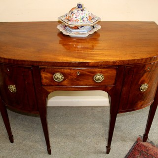 A SMALL MAHOGANY REGENCY SIDE BOARD