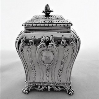 Good crested George III silver tea caddy London 1770 Pierre Gallois