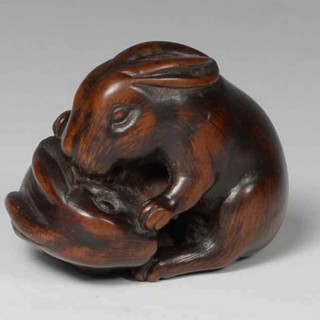 CHARMING JAPANESE BOXWOOD NETSUKE PLAYFUL HARES -TOMOTADA