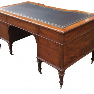 Antique Mapels & Co. Mahogany Knee-Hole Desk