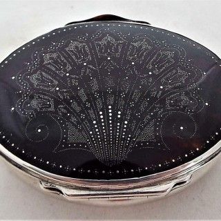 Beautiful Queen Anne silver & tortoiseshell pique box C1710