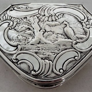 George II cartouche shaped snuff box London 1745 Robert Collier