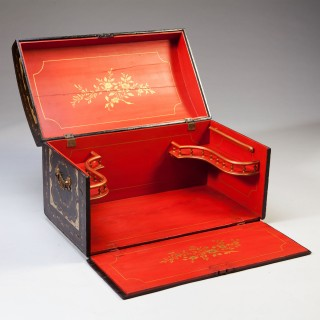 A Chinese export travelling trunk bureau