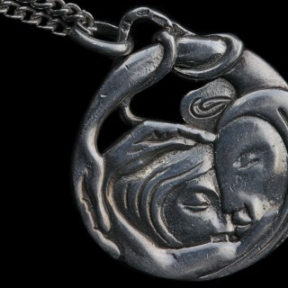 PACO DURRIO Also known as FRANCISCO DURRIO DE MADRÓN (1868-1940) 'Leda and the Swan' Reversible Symbolist Pendant