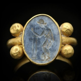 Ancient Roman blue glass intaglio ring, circa 1st-2nd century AD.