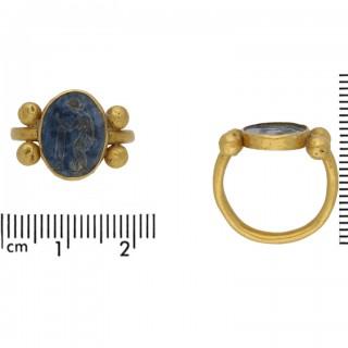 Ancient Roman blue glass intaglio ring, circa 1st-2nd century AD.