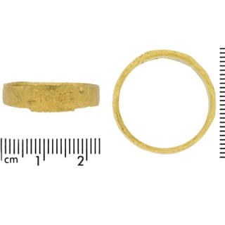 Ancient Roman gold ring, circa 306-337 AD.
