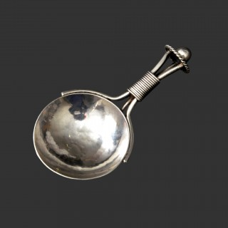 An A E Jones silver arts and crafts caddy spoon