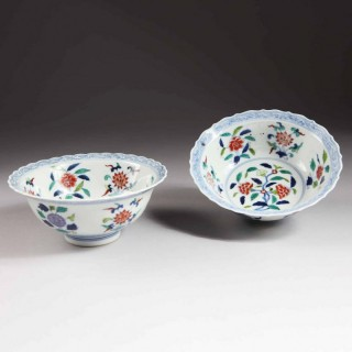PAIR OF CHINESE WU CAI PORCELAIN BOWLS