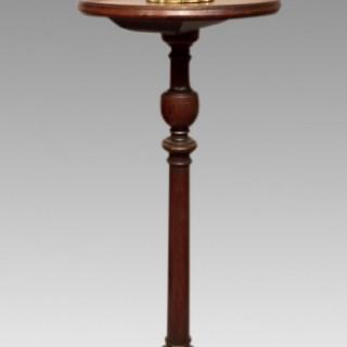 Georgian mahogany candlestand..