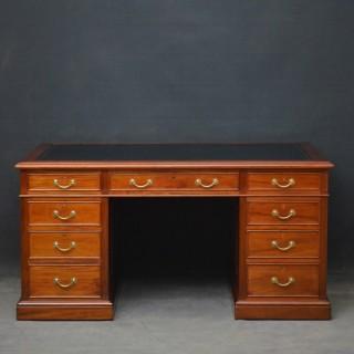 Edwardian Walnut Pedestal Desk by Maple & Co