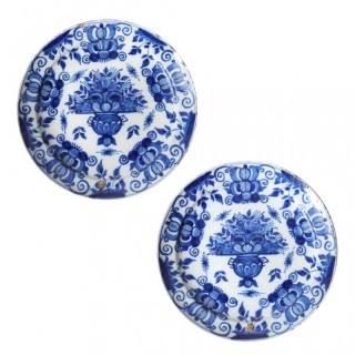 PAIR OF 18TH CENTURY DELFT PLATES