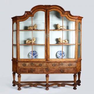EARLY 18TH CENTURY DUTCH WALNUT DISPLAY CABINET