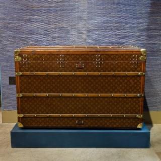 Large Louis Vuitton Monogram Trunk