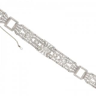 Exceptional diamond bracelet in platinum, circa 1920.