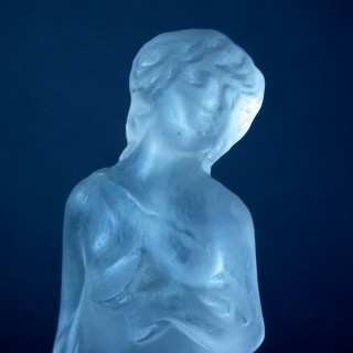 Rene Lalique Frosted Glass 'Moyenne Voilee' Statuette
