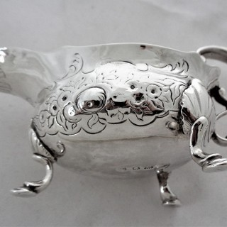 Nice quality George II silver cream boat London 1741 John Pollock