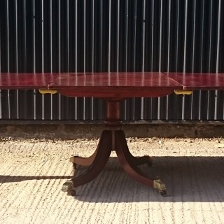 Early Nineteenth Century Georgian Mahogany Four Splay Three Pedestal Antique Dining Table