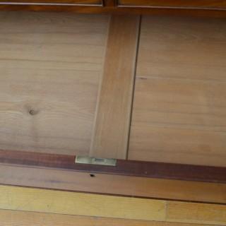 Regency Mahogany Linen Press – Wardrobe