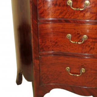 Georgian 18th Century Mahogany Serpentine Commode Chest