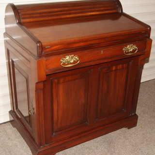 An English  Mahogany 'Bradford' Desk by Christopher Pratt & Sons. Circa 1905