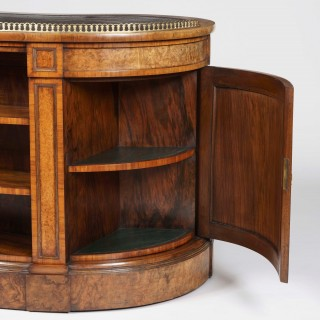 A Very Fine Kidney Desk Firmly attributed to Gillows