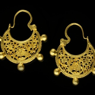 Byzantine gold earrings, circa 6th-7th century.