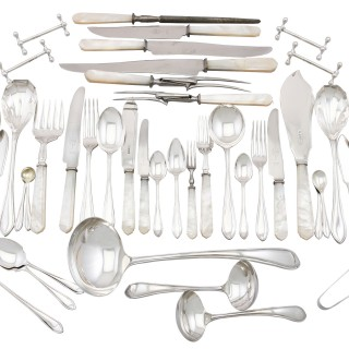 Sterling Silver Canteen of Cutlery for Twelve Persons - Antique George V (1931-1935)