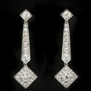 Art Deco diamond drop earrings, circa 1925.