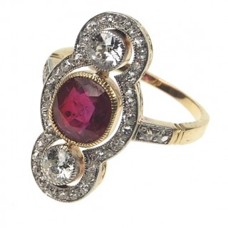 18 ct. Gold, Platinum Art déco Ring with Ruby & Diamonds, France approx. 1920