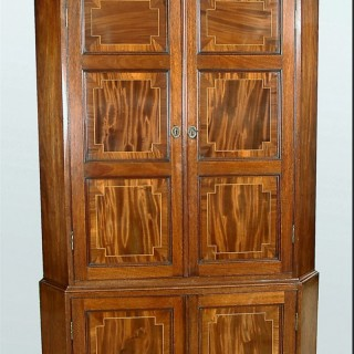 18th century CORNER CUPBOARD