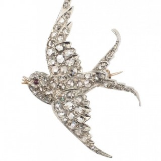 "15 ct. Gold & Silver Brooch ""Swallow"" with Diamond roses & Ruby, Animal brooch from Victorian England approx. 1900"