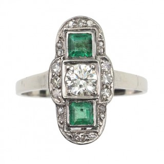 14 ct. Gold & Platinum Ring / Engagement ring with Diamonds and 2 Emeralds, an Art déco Ring from France approx. 1920