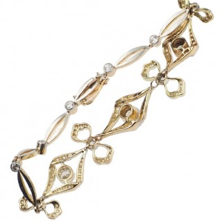 18 ct. Gold & Platinum Bracelet with Diamonds total weight more than 2,5 ct., from Edwardian England approx. 1910